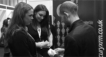 trade show magician photo